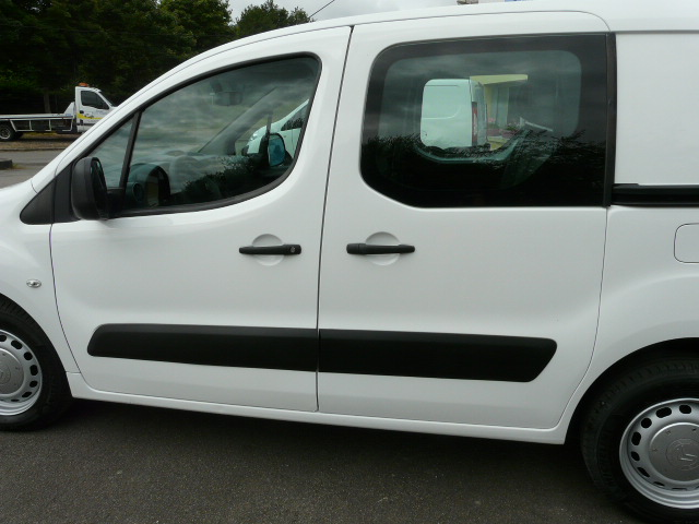 BERLINGO1.6HDI90CV5PLACES 011